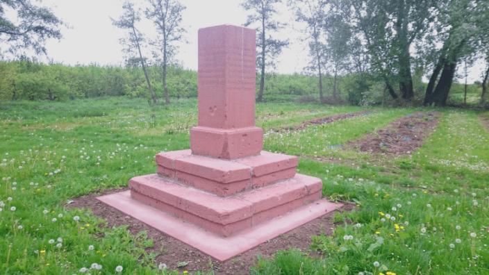 Gedenkstein ehemalige Wasserburg in Rödersheim-Gronau